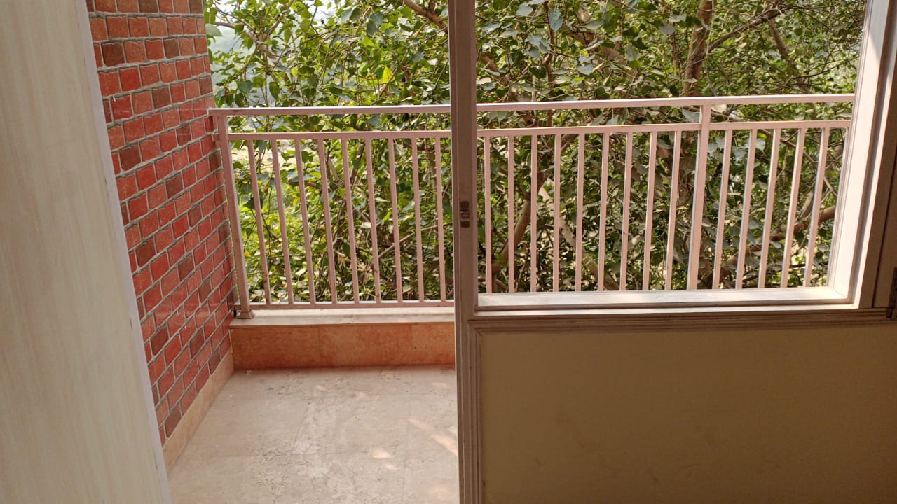 Each apartment has an attached attached balcony facing the Qutub Minar and Mehrauli Archaeological park spread over 200 acres consisting of over 100 historically significant monuments